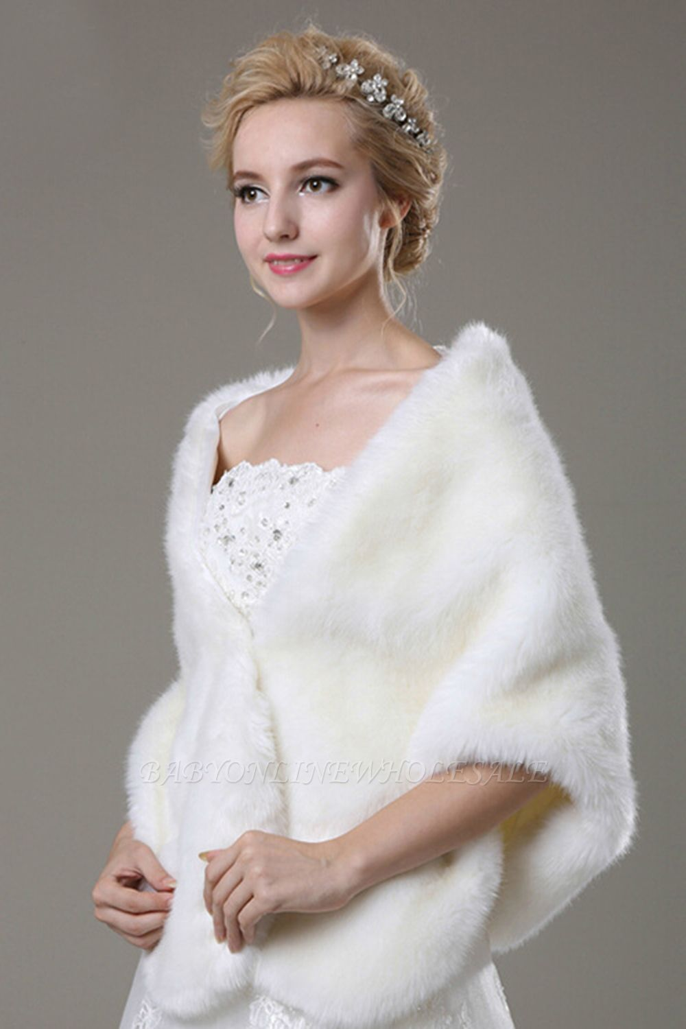Luxe Chaud Tulle Blanc Demi-Manches Casual Wedding Wraps