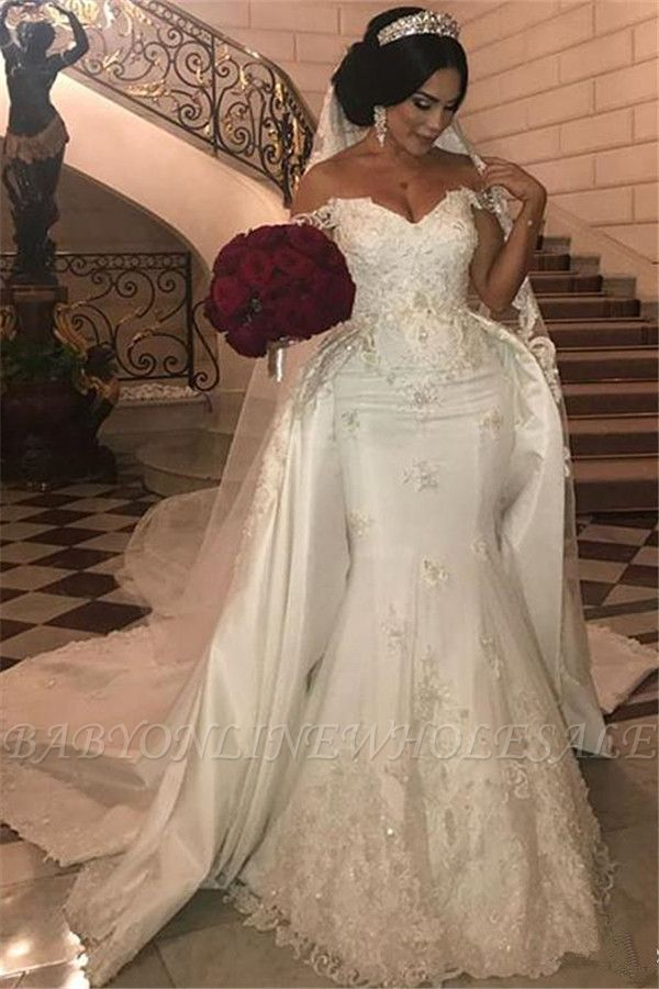 Длинное свадебное платье из тюля с открытыми плечами и съемным шлейфом