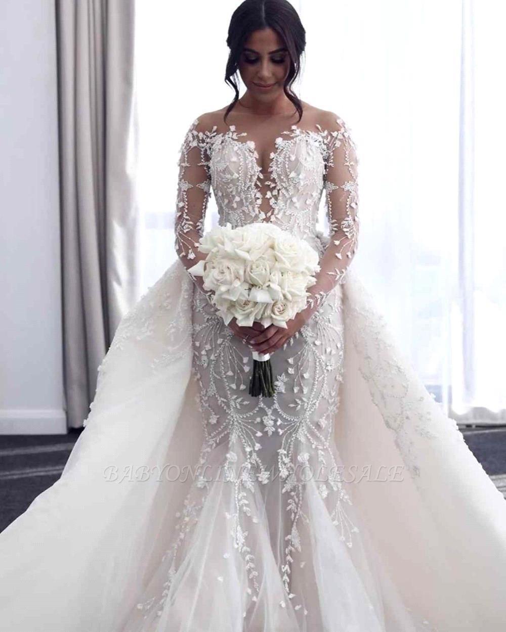 فستان زفاف أبيض مكشوف الأكتاف برقبة على شكل V مع تنورة كبيرة