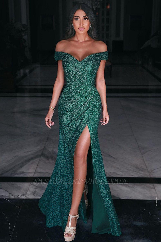 Очаровательное вечернее платье макси с открытыми плечами и разрезом по бокам