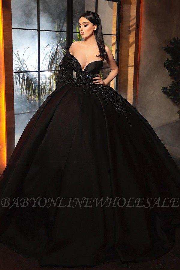 Великолепное черное бальное платье А-силуэта с открытыми плечами и одним рукавом