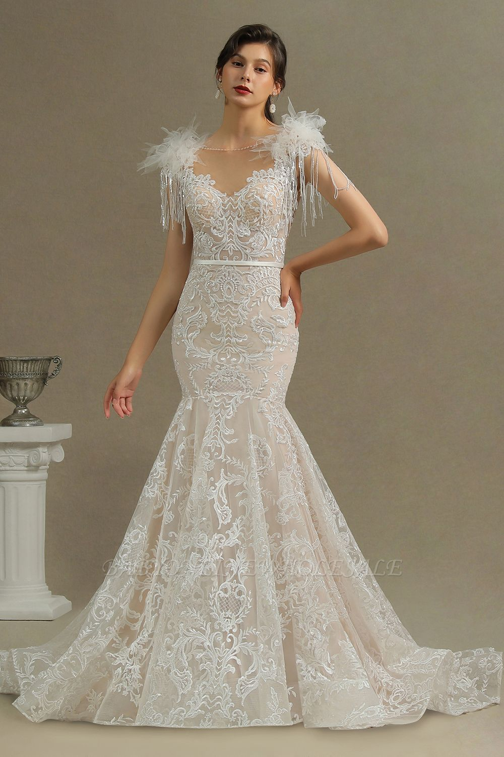 Glamorous Lace Appliques Mermaid Wedding Gown Fur Leather Off Shoulder V-Neck Maxi Dress for Bride