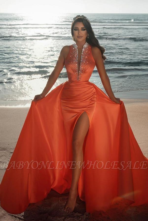 Sexy tiefem V-Ausschnitt Kristalle Satin Meerjungfrau Abendkleid mit Sweep-Zug-Seitenschlitz