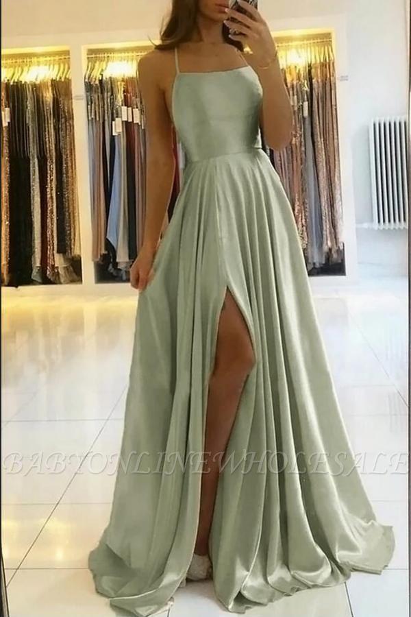 Superbe robe de soirée en satin à bretelles spaghetti avec fente latérale