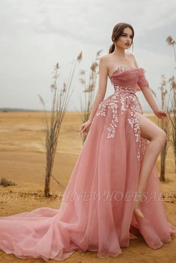 Пыльно-розовое вечернее платье из тюля без бретелек длиной до пола с разрезом сбоку с белыми кружевными аппликациями