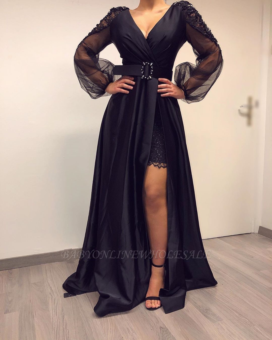 Lange Ärmel Schwarze Abendkleider mit hohem V-Ausschnitt und hohen  geteilten Bishop-Ärmeln