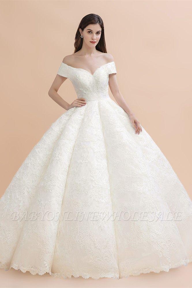 Elegante vestido de novia con apliques de encaje blanco fuera del hombro