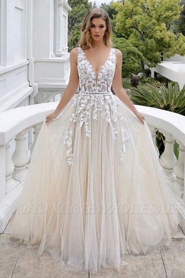 Belle robe de mariée sans manches en tulle avec col en V et dentelle