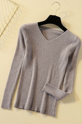 Soft V-neck fitted knit sweater with dropped shoulders with ribbing at cuffs and hem_7
