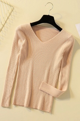 Soft V-neck fitted knit sweater with dropped shoulders with ribbing at cuffs and hem_5