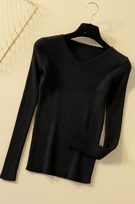 Soft V-neck fitted knit sweater with dropped shoulders with ribbing at cuffs and hem_6
