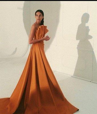 Тонкие вечерние платья без рукавов с длинным шлейфом_5