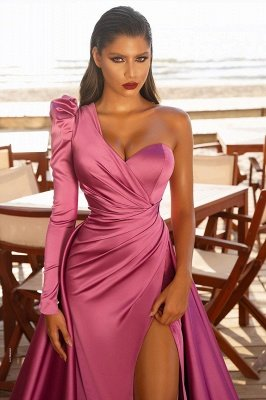 Атласные вечерние макси-платья на одно плечо с разрезом по бокам и со шлейфом_2