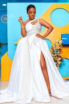 Vestido de novia de encaje con un solo hombro y un hombro