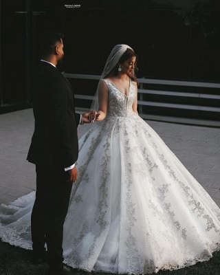 Gorgeous V-Neck Sleeveless Lace Appliques Bridal Gown_2