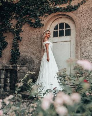 Свадебное платье с кружевными аппликациями и открытыми плечами 3D Flroal_3