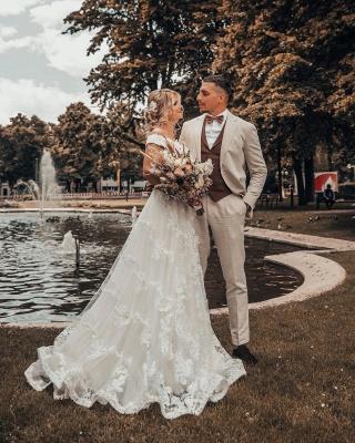 Off Shoulder 3D Flroal Lace Appliques Wedding Dress_4