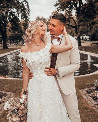 Off Shoulder 3D Flroal Lace Appliques Wedding Dress_2