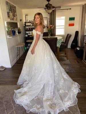 Wunderschönes schulterfreies Brautkleid mit weißen Spitzenapplikationen und Perlen_2