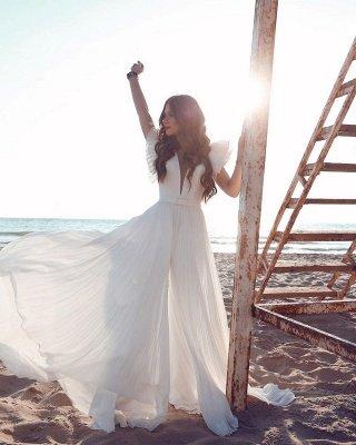Robe de mariée en mousseline de soie à volants et encolure en V blanche_7