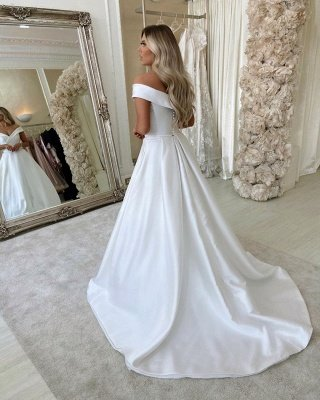 Simple Retro White Off the shoulder A-line Bridal Gowns_2