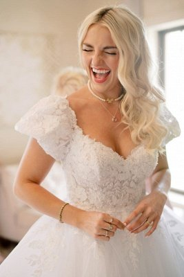 Elegant V-Neck Short Sleeve A-line Wedding Dress White Appliques_1