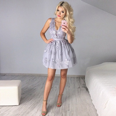 Delicate Lace Appliques V-neck Short Homecoming Dress_4