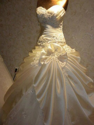 Glamorous Sweetheart Vintage Wedding Dresses Appliques Ruffles Bridal Gowns with Beadings